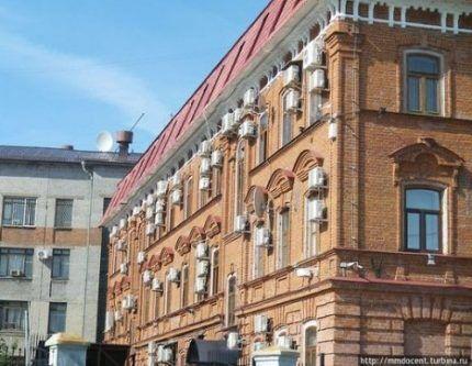 Наружные блоки на фасадах