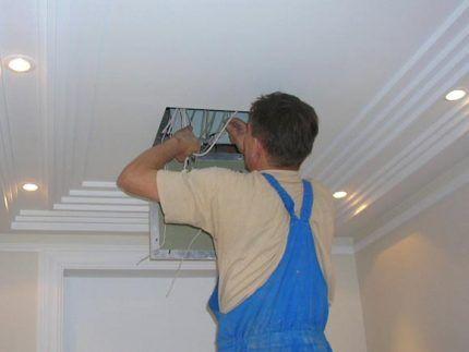 Использование потолочного ревизионного люка
