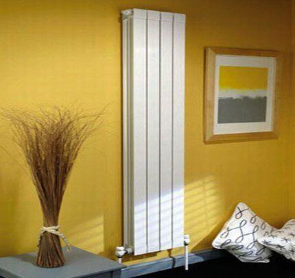 Алюминиевые вертикальные радиаторы в квартире