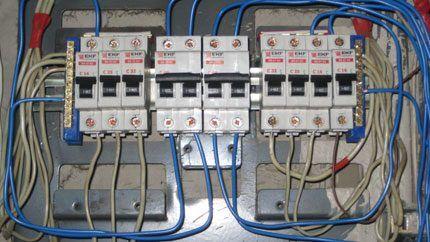 Монтаж автоматических выключателей