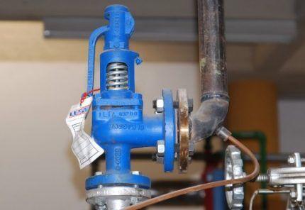 Пружинный предохранительный клапан