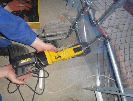 Монтаж стальных труб для отопления