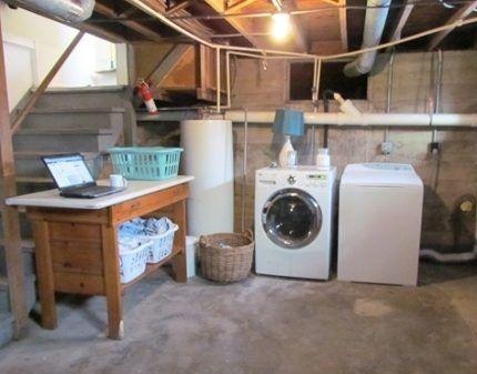 Стиральная машина в подвале частного дома