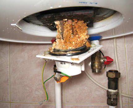Забитый отходами водонагреватель
