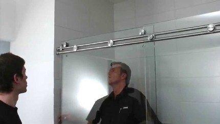 Установка верхней части раздвижной двери