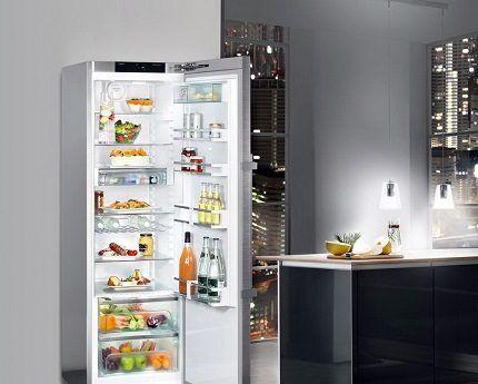 Холодильник в квартире-студии