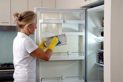 Разморозка и мытье холодильника