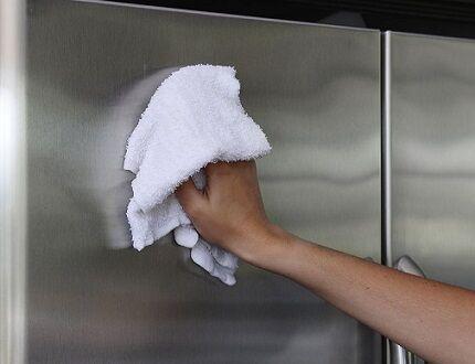 Очистка дверцы холодильника
