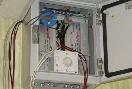 Многоканальный диммер в электрощитке