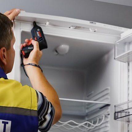 Как перевесить дверь холодильника: рекомендации по ремонту   пошаговая инструкция