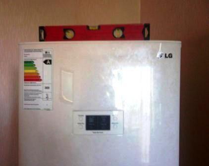 Установка холодильника по уровню
