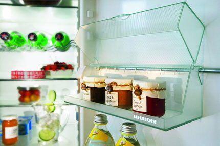 Двухкамерный холодильник с полками