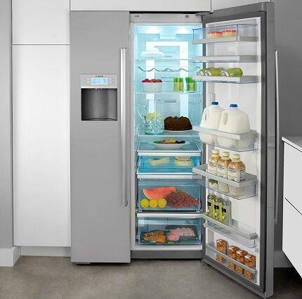 Модель холодильника с ледогенератором