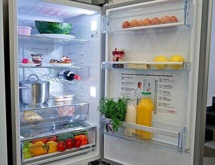 Внутреннее пространство холодильника марки Бош