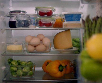 Полки из закаленного стекла в холодильнике Электролюкс