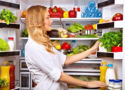Холодильник Бош с продуктами