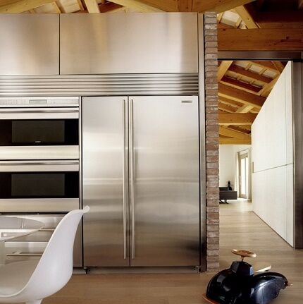 Двухкамерный большой холодильник марки Шарп