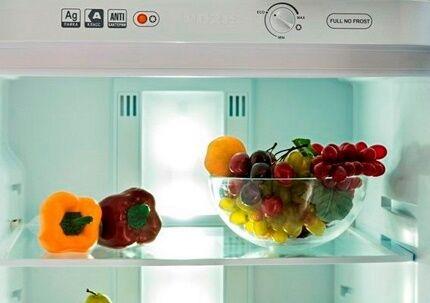 Панель холодильной камеры с инфо-стикерами