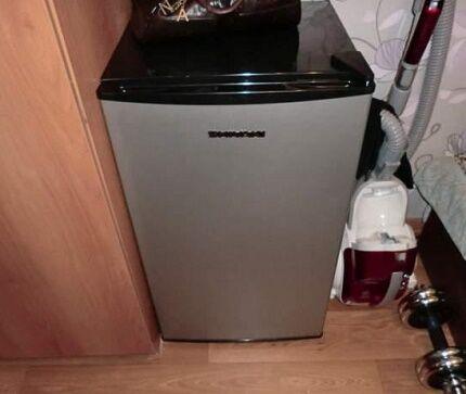 Холодильник с легкостью поместиться в маленькой комнате коммуналки