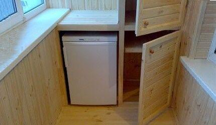 Компактный холодильник на лоджии