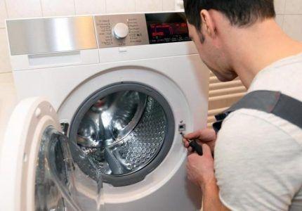 Петля дверцы стиральной машины