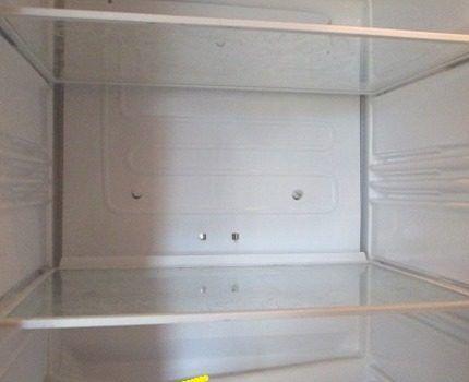 Повреждение корпуса холодильника