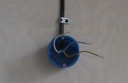 Провода в подрозетнике