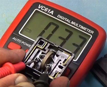 Применение мультиметра при проверке исправности позистора