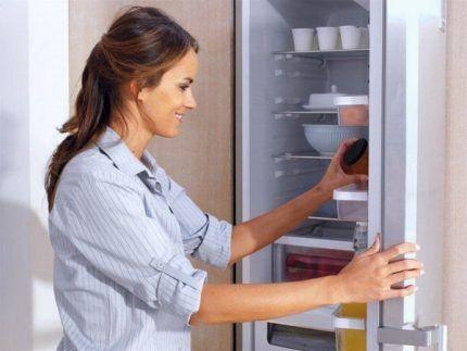 Мытье холодильника перед размещением адсорбентов