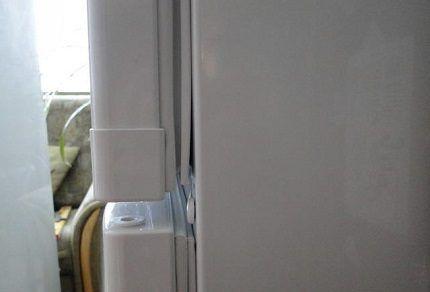 Уплотнитель на дверце холодильника