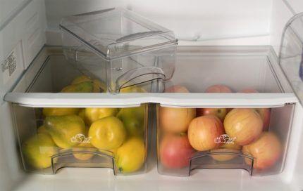 Яблоки в пластиковых ящиках