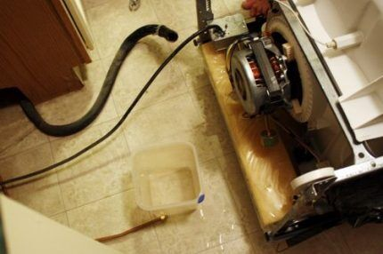 Обрыв шланга посудомойки
