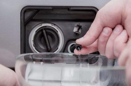 Ручной слив воды