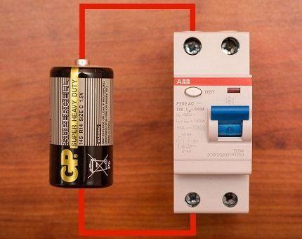 Проверка УЗО с помощью батарейки