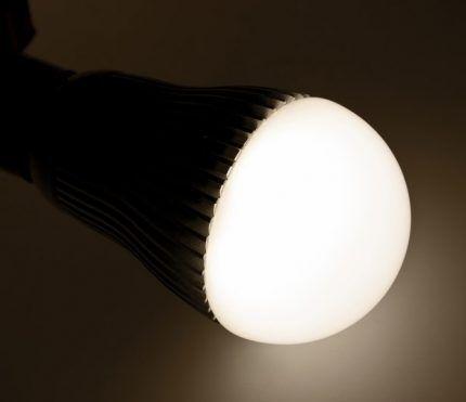 Светодиодная лампа в работе