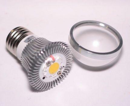 Светодиодная лампа в разобранном виде