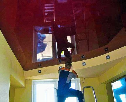 Монтаж ламп в натяжные потолки