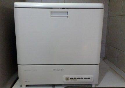 Настольная посудомойка бренда Электролюкс