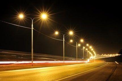 Освещение магистрали натриевыми лампами