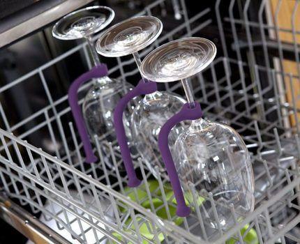 Бокалы в посудомойке