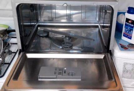 Уход за деталями посудомойки