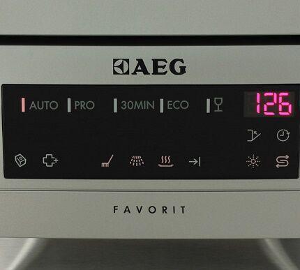 Открытая панель управления посудомойки