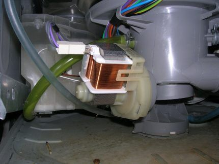 Сливной насос посудомоечной машины