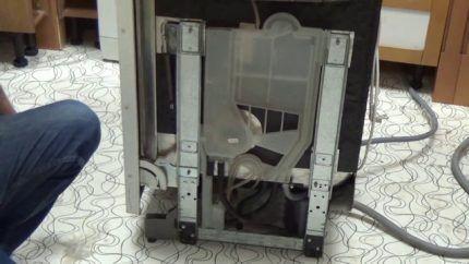 Демонтаж посудомоечной машины Электролюкс