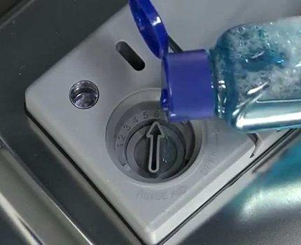 Использование моющего средства в посудомоечной машине
