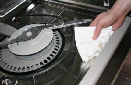 Уход за корпусом посудомойки