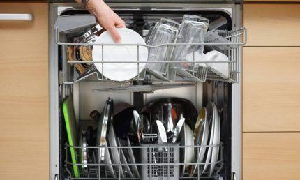 Загрузка посудомоечной машины