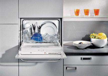 Посудомойка в нише