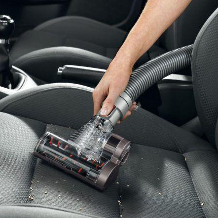 Чистка салона авто беспроводным пылесосом