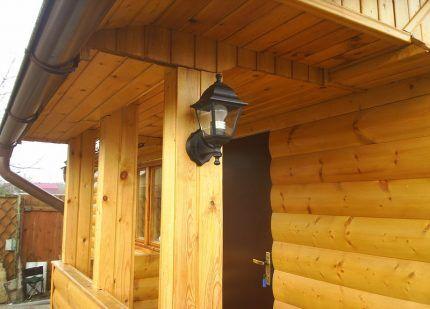 Светильник для освещения двора